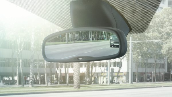 Nissan Pulsar – Hatchback | Automatic dimming rear view mirror