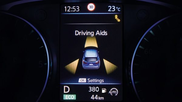 Qashqai TFT screen driving aids