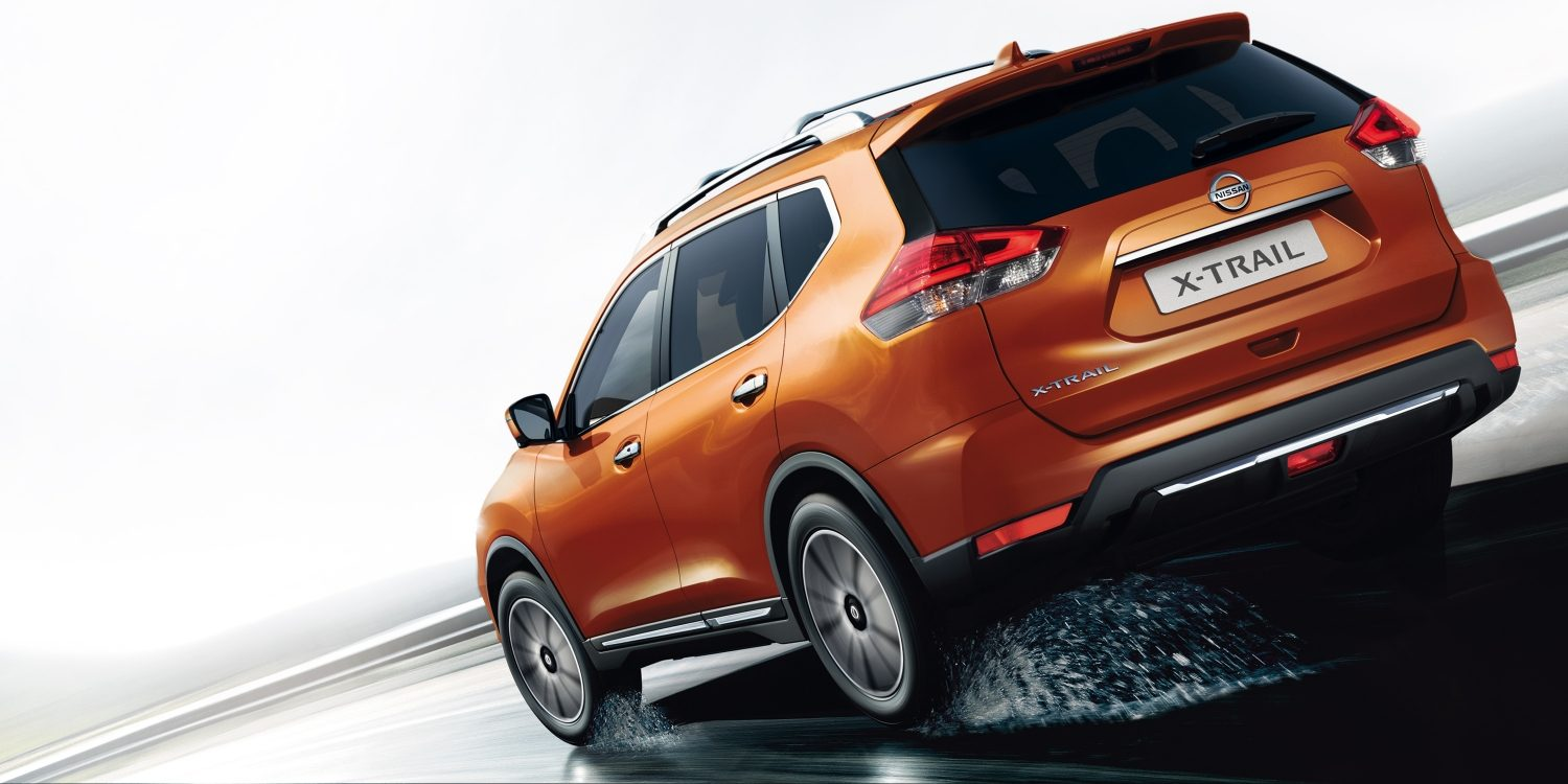 Nissan X-Trail 2017 driving rear shot on wet road