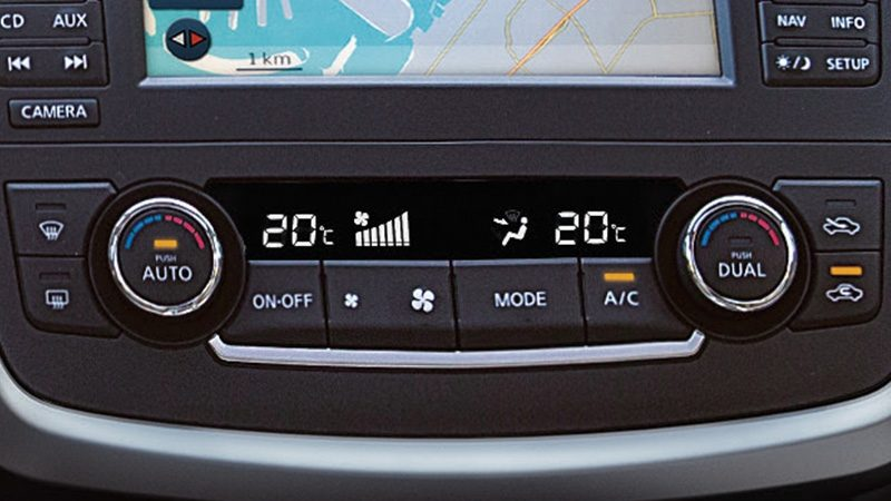 Nissan Altima close up of dual-zone climate control