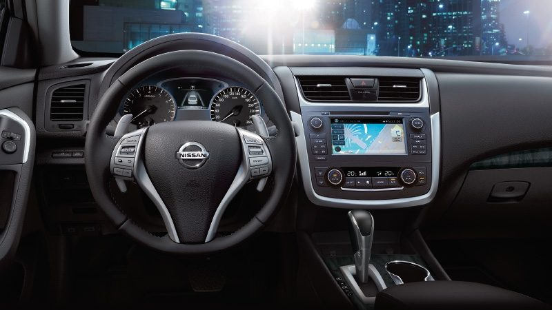 Nissan Altima SR interior showing steering wheel and dash