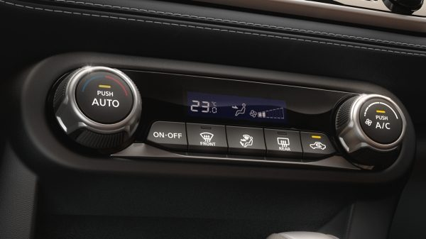 Nissan Kicks climate control system