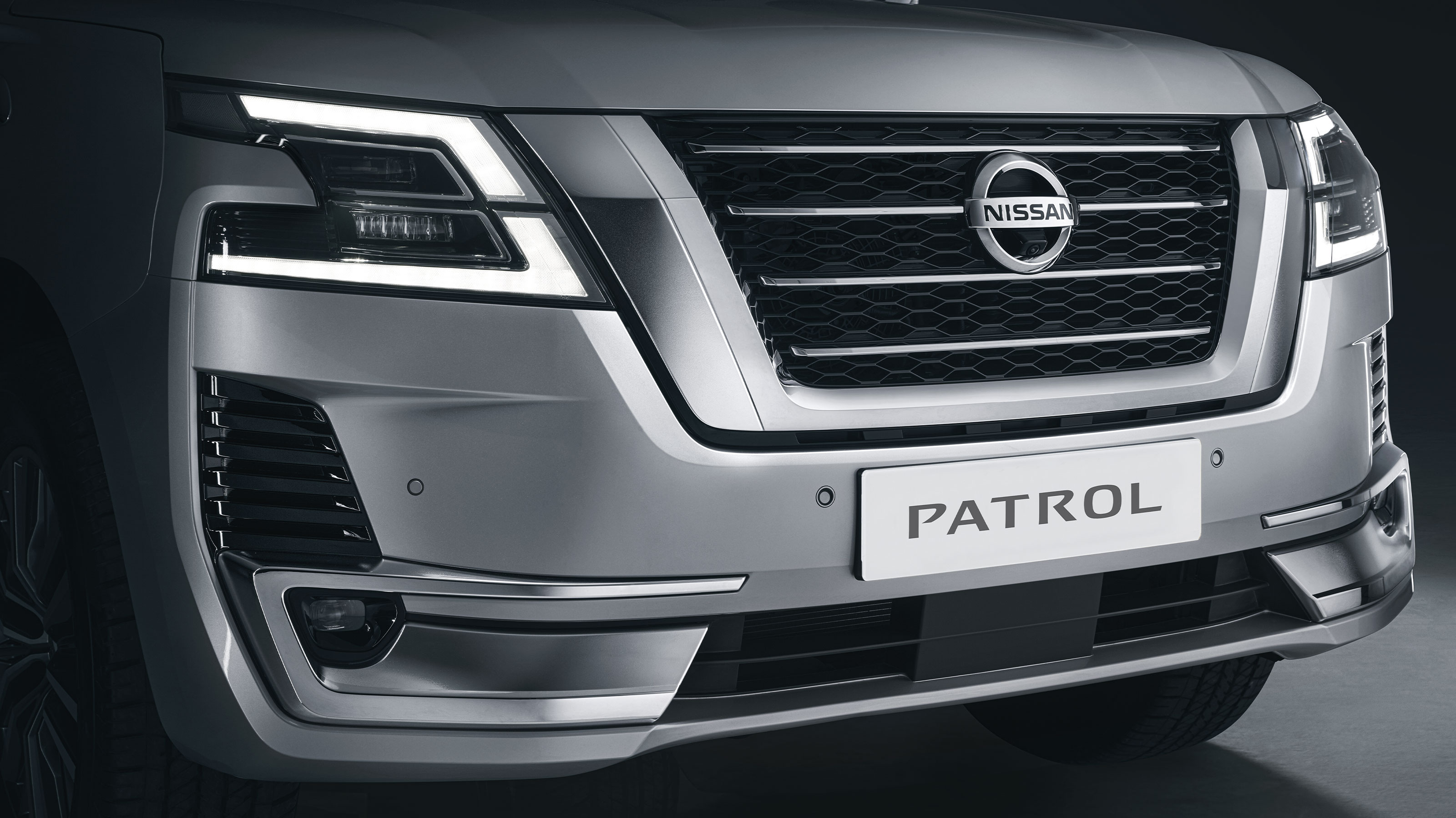 2020 NISSAN PATROL front grill close up