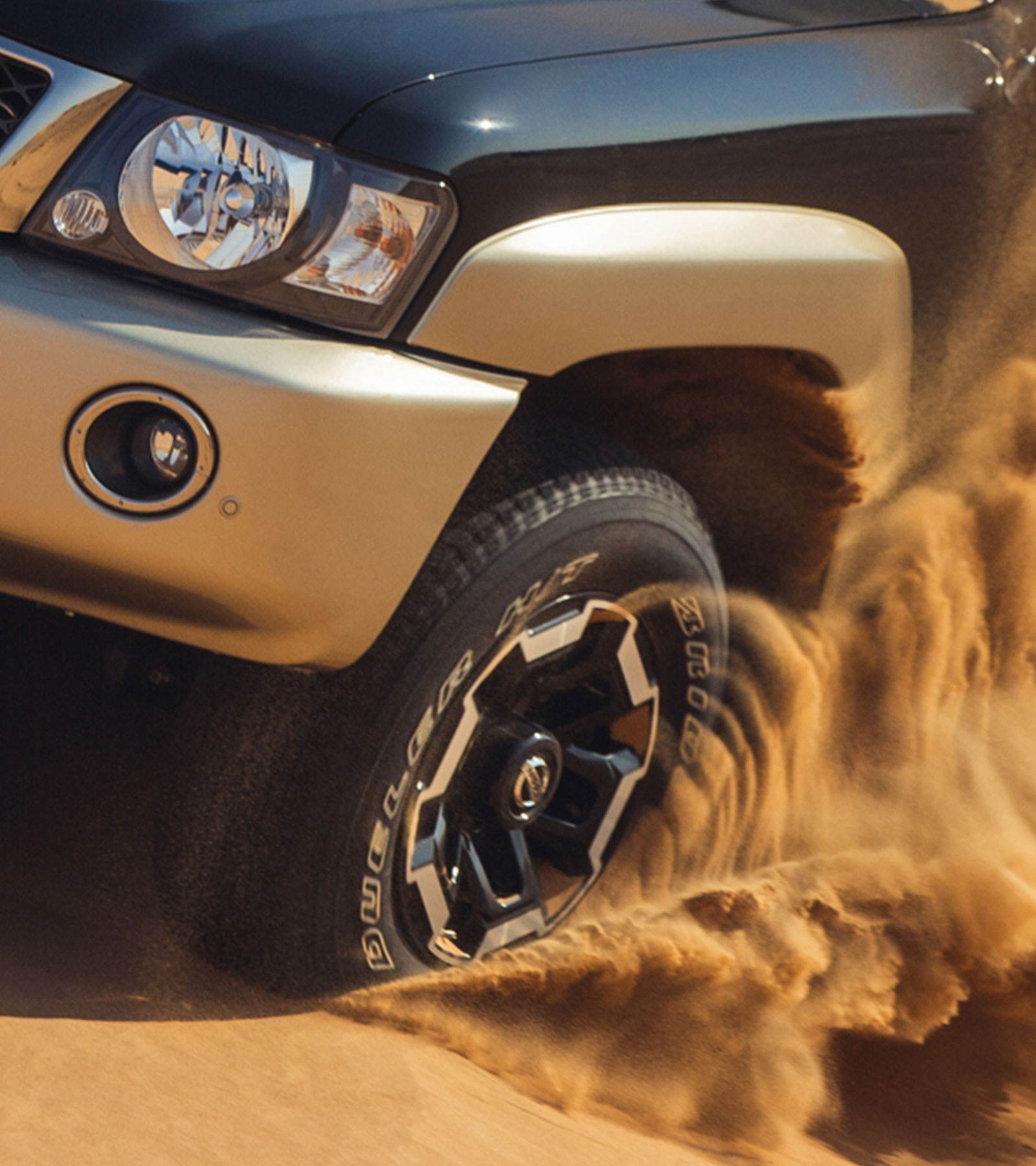 Patrol Super Safari in desert dune bashing