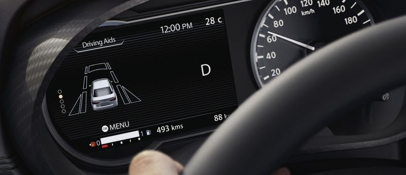 Nissan SUNNY Advanced Drive Assist Display showing tire pressure