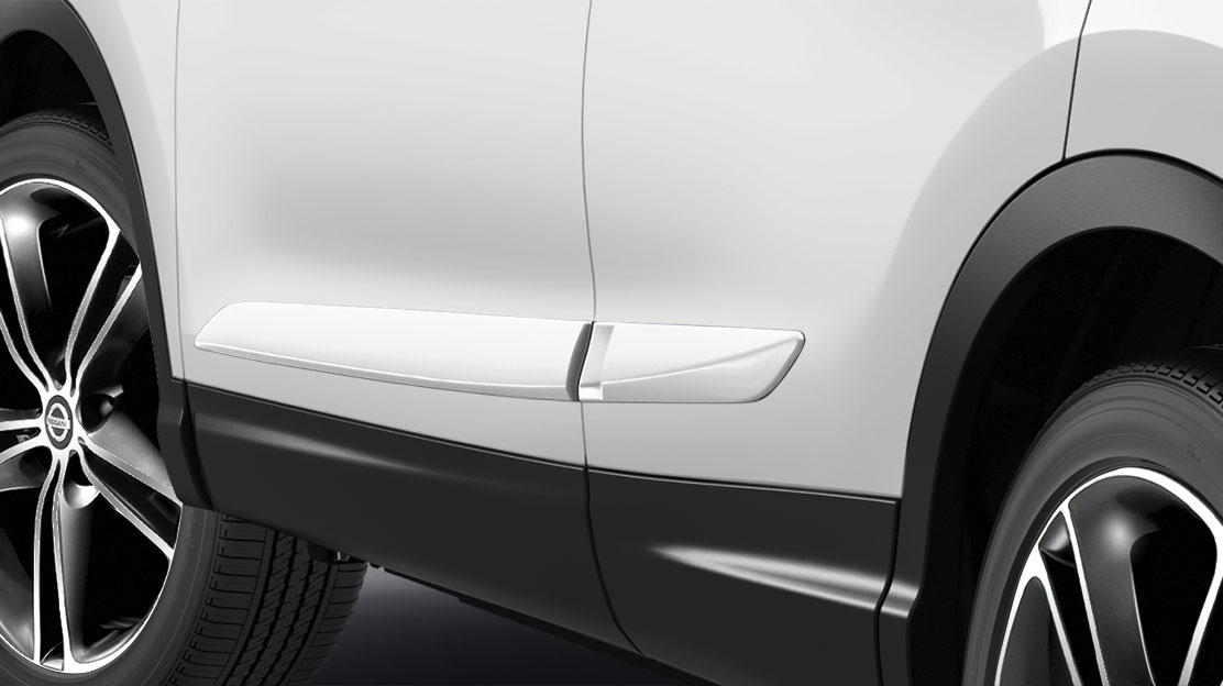 Qashqai body side moulding