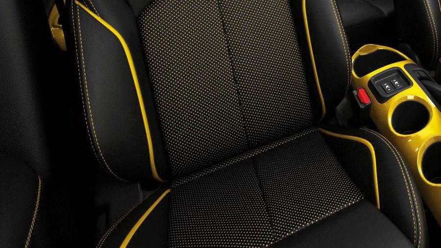 Nissan JUKE— интерьер— ковшеобразные сиденья