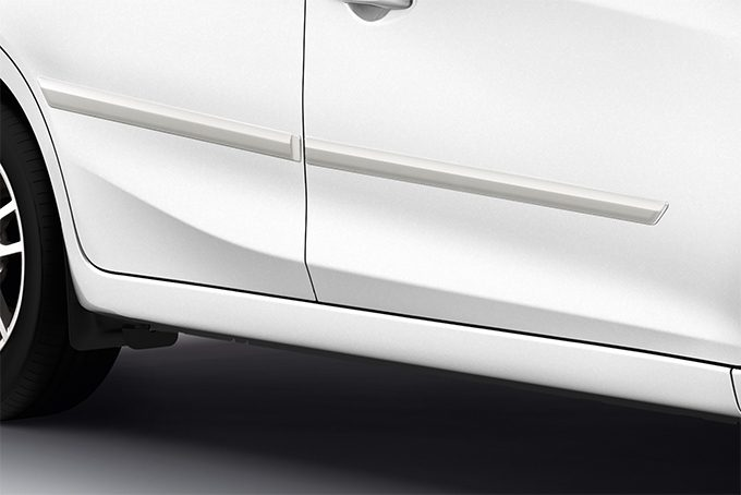 Nissan Almera - Exterior - Body side mouldings